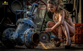 Обои working, Woman, chains, sparks, wrench Sluice, grinder