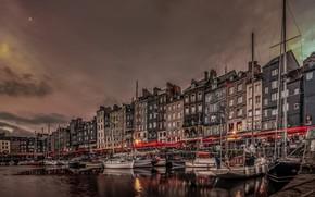 Картинка ночь, огни, Франция, дома, лодки, Нормандия, старая гавань, Онфлёр