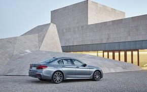 Картинка небо, свет, серый, здание, BMW, стоянка, архитектура, седан, 540i, 5er, M Sport, четырёхдверный, 2017, 5-series, ...