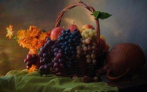 Картинка цветы, стол, корзина, яблоки, виноград, кувшин, фрукты, натюрморт, груши, скатерть, календула