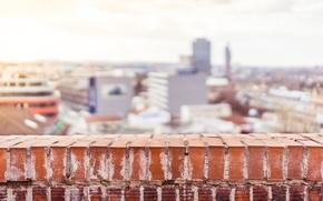 Картинка город, улица, кирпич, балкон