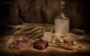 Картинка бутылка, колоски, хлеб, натюрморт, чеснок, сало, самогон