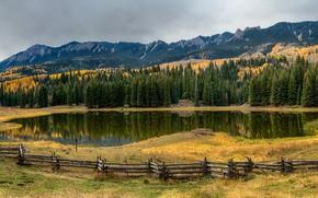 Обои горы, Colorado, деревья, панорама, забор, озеро, скалы, изгородь, трава, осень, лес, США