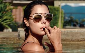 Картинка вода, лицо, модель, бассейн, очки, Cristina