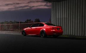 Картинка красный, купе, BMW, ограждение, БМВ, red, вид сзади, e92