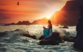 Картинка море, волны, камень, девочка, Edie Layland