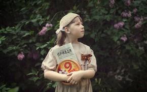 Картинка Георгиевская ленточка, День Победы, 9 Мая, газета, сирень, Правда, коробка, девочка