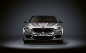 Картинка серый, фон, BMW, седан, вид спереди, тёмный, 4x4, 2018, 625 л.с., четырёхдверный, M5, V8, F90, …