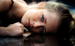 Картинка girl, photo, photographer, water, blue eyes, model, bokeh, lips, face, blonde, reflection, portrait, mouth, close …