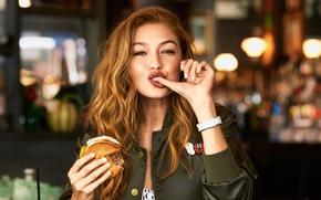 Обои фотосессия, боке, Gigi Hadid, обедает, Джиджи Хадид, макияж, за столом, красотка, шатенка, палец, Bjorn Iooss, ...