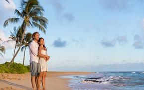 Обои coast, beach, побережье, море, мужчина, девушка, smile, love, sky, men, улыбка, любовь, пляж, пара, радость, ...
