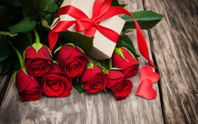 Обои красные розы, бутоны, valentine`s day, love, roses, romantic, розы, gift, heart, red, flowers