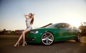 Картинка взгляд, Audi, Девушки, прическа, азиатка, красивая девушка, зеленый авто, сидит на капоте
