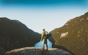 Картинка пейзаж, горы, природа, река, вид, мужик, мужчина, рюкзак, турист