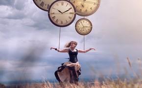 Обои Holding by the time, Vincent Bourilhon, ветер, девушка, часы