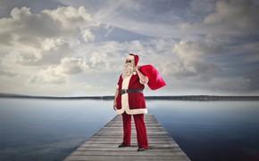 Картинка небо, облака, река, праздник, берег, шапка, причал, очки, Рождество, подарки, Новый год, шуба, борода, ремень, …