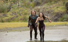 Картинка girl, beach, man, sand, knife, suna, tv series, Poppy Drayton, The Shannara Chronicles