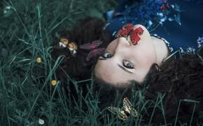 Картинка девушка, лицо, бабочка, лежит