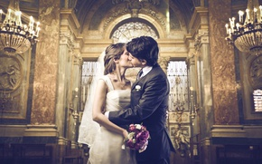 Обои девушка, любовь, радость, поцелуй, букет, платье, объятия, церковь, парень, невеста, dress, красивые, свадьба, beautiful, kiss, ...