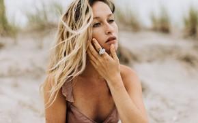 Картинка песок, пляж, веснушки, Emily, локоны