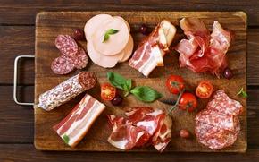 Обои bacon, колбаса, бекон, сало, tomatoes, sausage, доска, помидоры, meat, оливки