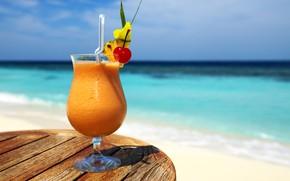 Обои пейзаж, трубочка, горизонт, небо, солнце, боке, море, вишенка, коктейль, пляж, бокал, стол