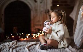 Картинка настроение, Рождество, девочка, Новый год, свитер, стеклянный шар