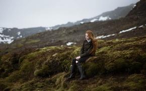 Картинка девушка, сапоги, куртка, рыжая, сидит, длинные волосы