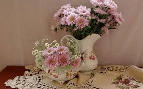 Картинка цветы, стол, ромашки, хризантемы, скатерть, вазы