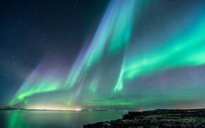 Картинка море, небо, ночь, огни, побережье, звёзды, северное сияние, Исландия