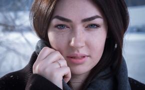 Картинка зима, взгляд, девушка, снег, крупный план, лицо, портрет, макияж, шарф, прическа, шатенка, пальто, боке