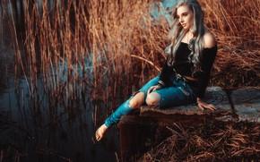 Картинка вода, поза, настроение, модель, джинсы, камыш, длинные волосы, Loba, Andreas-Joachim Lins