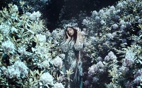 Картинка девушка, настроение, платье, кусты, Bella Kotak, рододендроны, Joy Draiki, While you are here