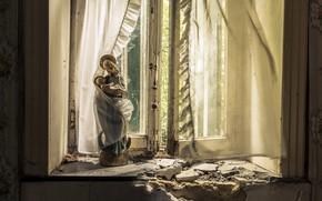Картинка окно, занавески, статуэтка