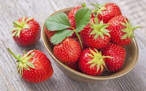 Обои ягода, клубника, Red, чашка, стол, дерево