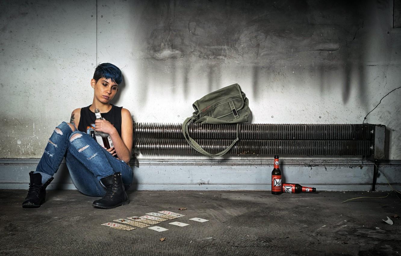 Фото обои карты, девушка, бутылка