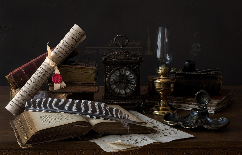 Фото обои перо, часы, книги, лампа, трубка, свиток, чернильница