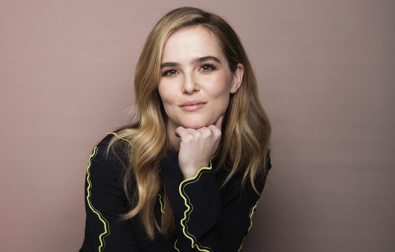 zoey deutch fansite