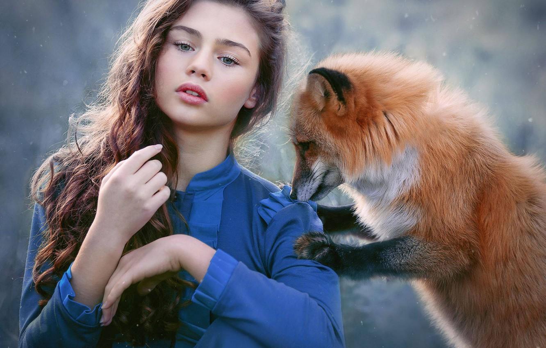 Фото обои взгляд, девушка, снег, настроение, лиса, рыжая, длинные волосы