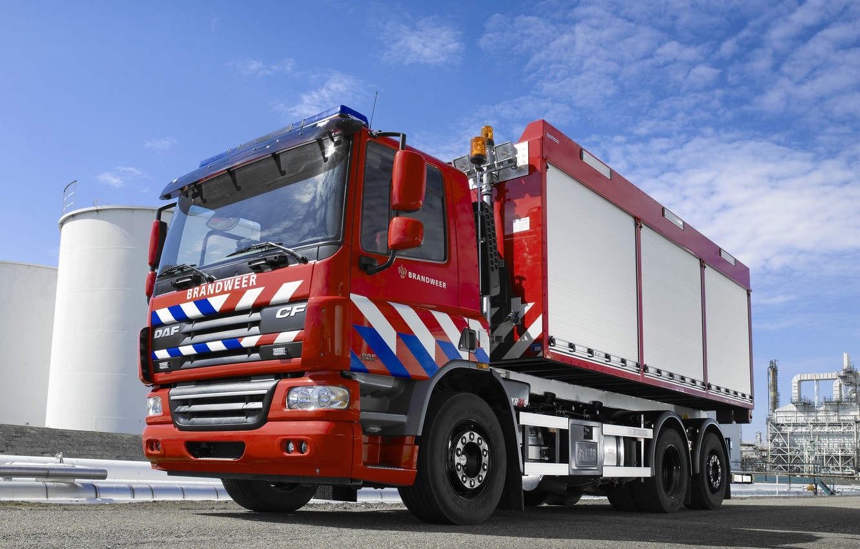 Фото обои красный, промзона, DAF, ДАФ, 6х2, DAF CF75.310, пожарная спецтехника
