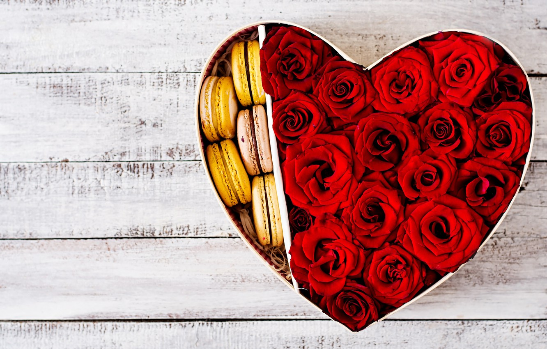 Фото обои сердце, Розы, бутоны, пирожные