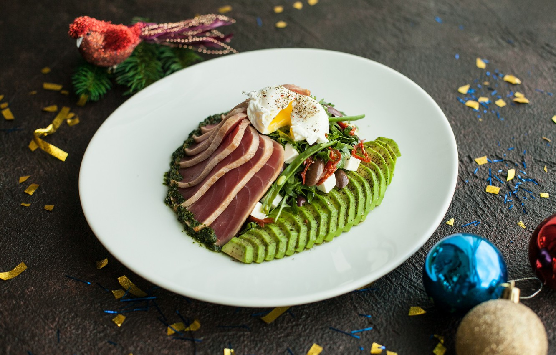 Фото обои зелень, яйцо, мясо, авакадо
