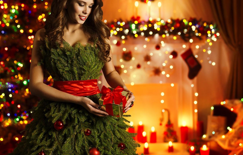 Фото обои подарок, Девушки, Новый Год, Ветки, Платье, Елка, Шатенка, Праздники