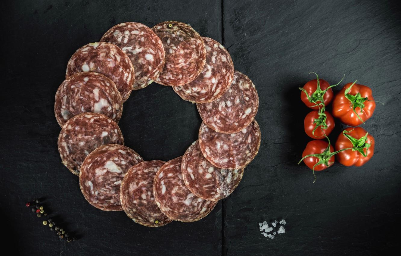 Фото обои перец, помидор, колбаса, соль, салями