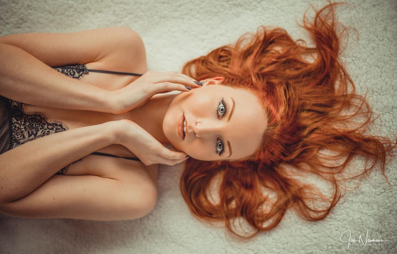 Фото обои взгляд, лицо, волосы, руки, рыжая, рыжеволосая, Jan Neumann, Lisa Ba