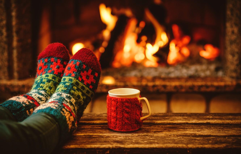 Фото обои вечер, Новый Год, Рождество, чашка, носки, камин, Christmas, cup, Merry Christmas, Xmas, какао, fireplace, holiday …