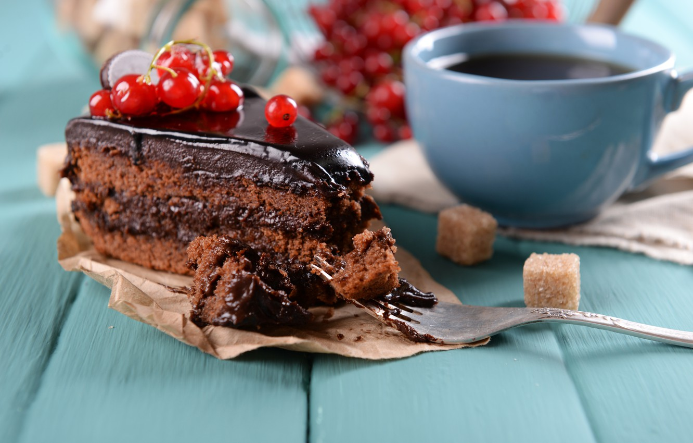 фото кусочек торта и чай кормов для