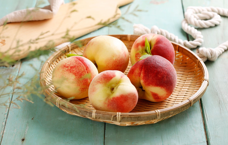 Фото обои фрукт, корзинка, персик, листики