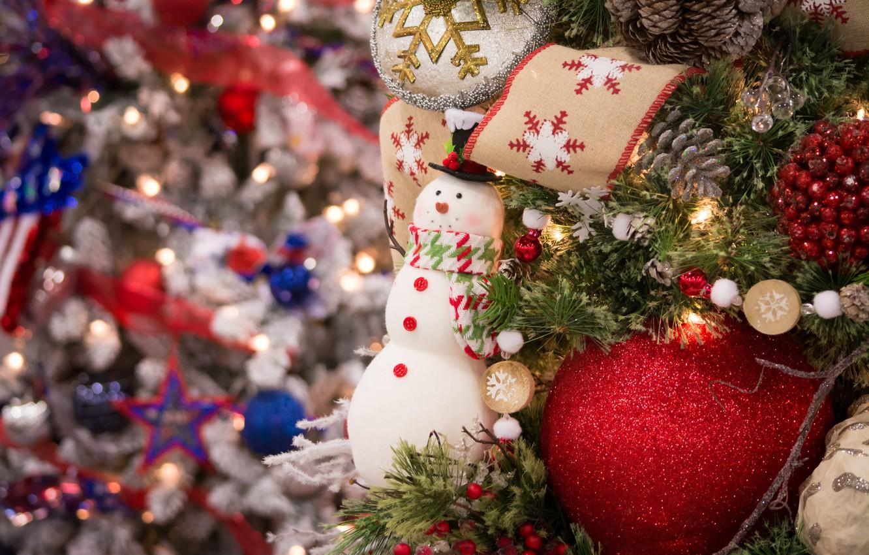 Фото обои праздник, игрушки, новый год, ель, снеговик, декор