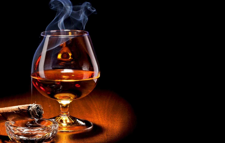 Фото обои glass, smoke, food, drink, cigar, alcohol, brandy, Cognac, drinking glass